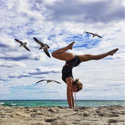 beachyogagirl handstand